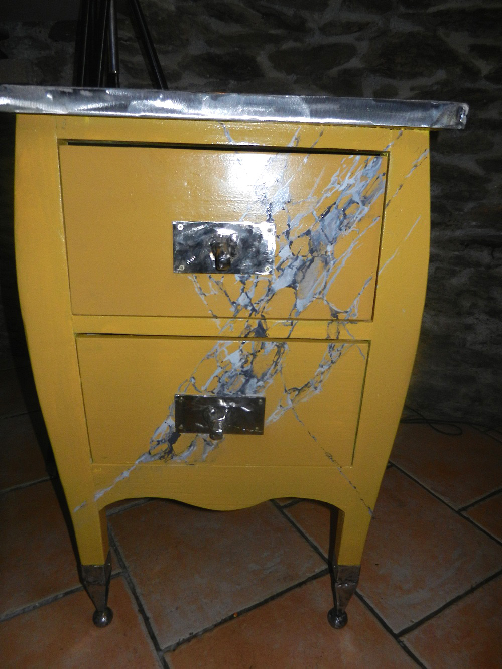 commode jaune
