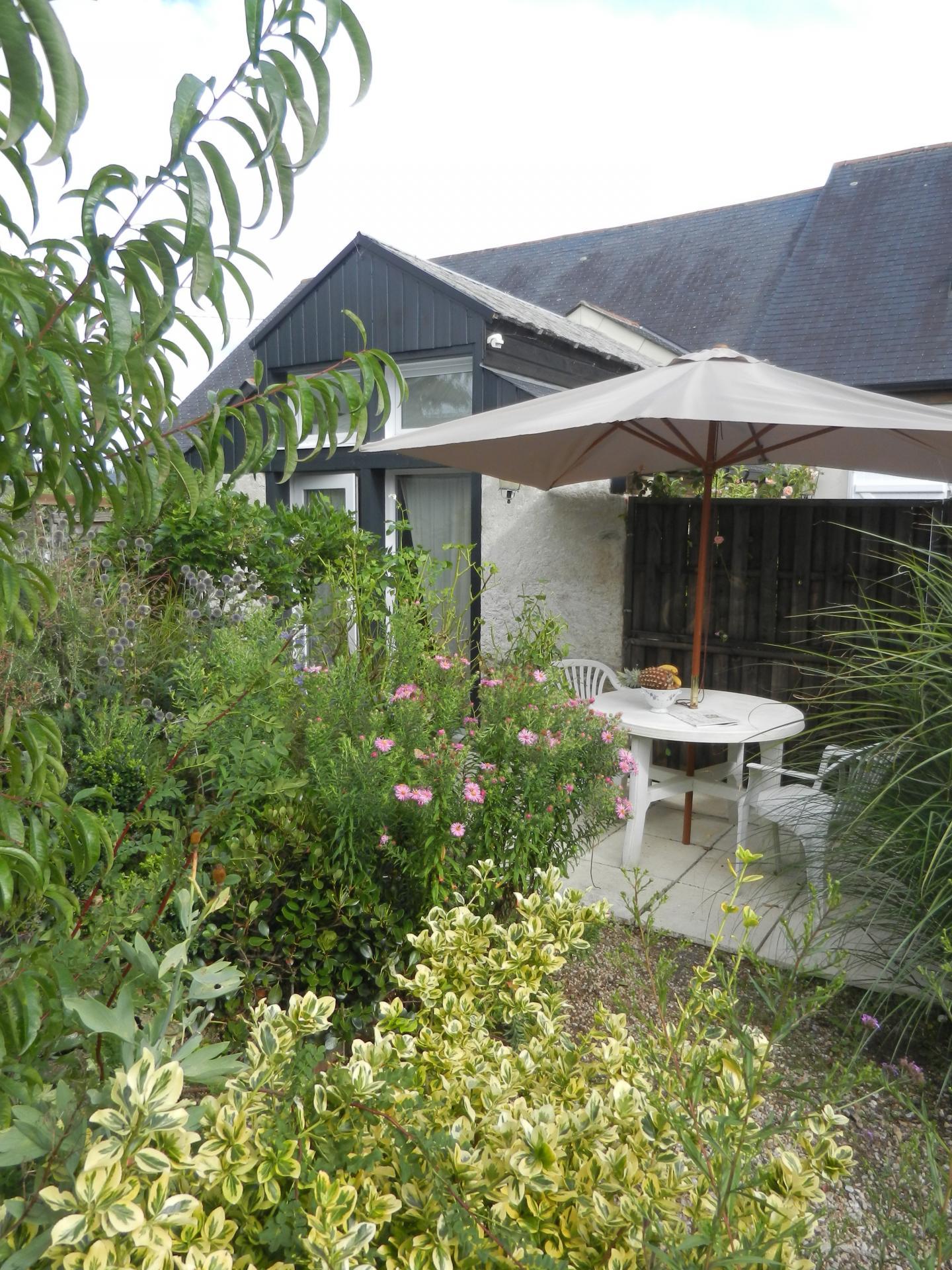 une terrasse privée très végétalisée